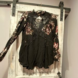 Floral tunic top with keyhole neckline